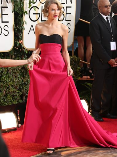 Taylor-Swift_golden_globe_2014_Carolina_Herrera